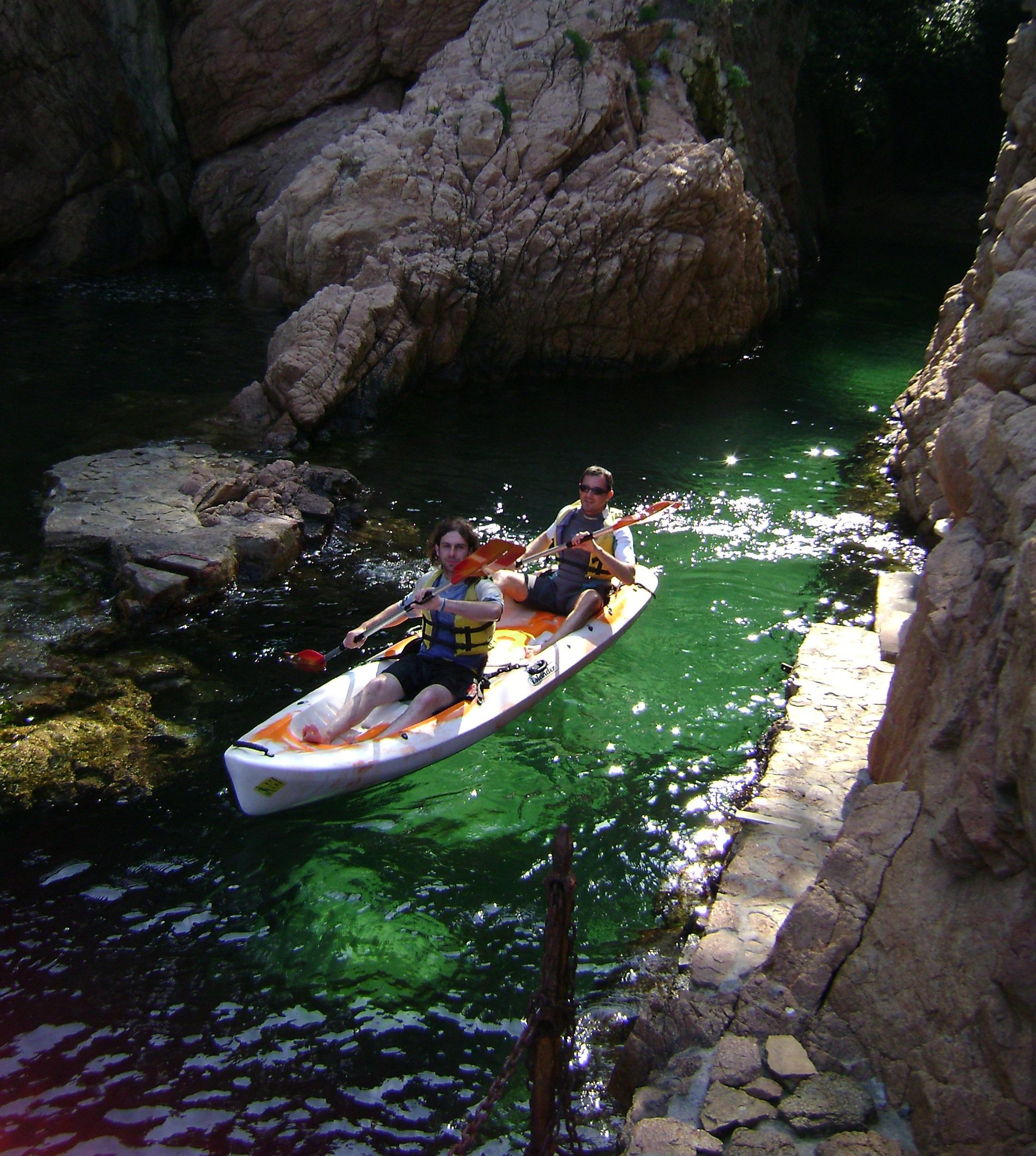 KAYAK AND SNORKEL EXCURSIONS. SEA CAVES ROUTE.